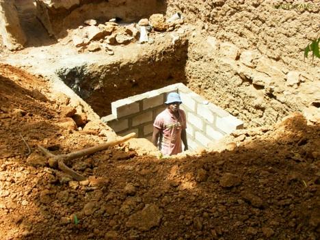 A latrine under construction in Sikoro. Photo: ©Sikoro Teriw - www.sikoro-mali.org